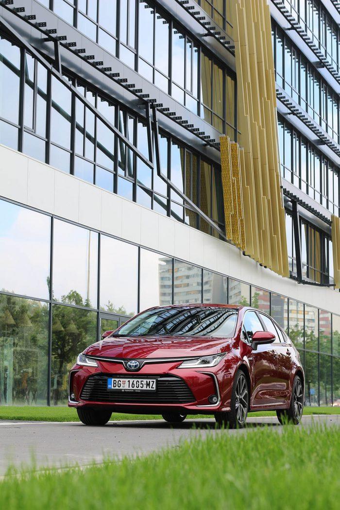auto magazin srbija toyota corolla sedan hybrid