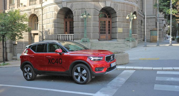 TEST: Volvo XC40 D4 A AWD Momentum
