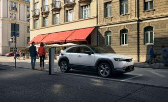 Mazda MX-30 je prvi serijski električni automobil brenda
