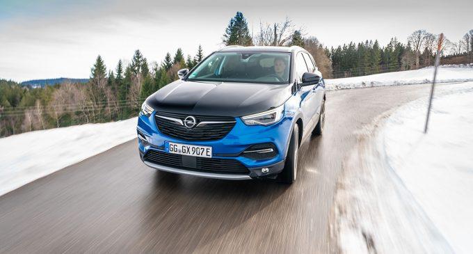 U Švarcvaldu vozimo Opel Grandland X Hybrid4