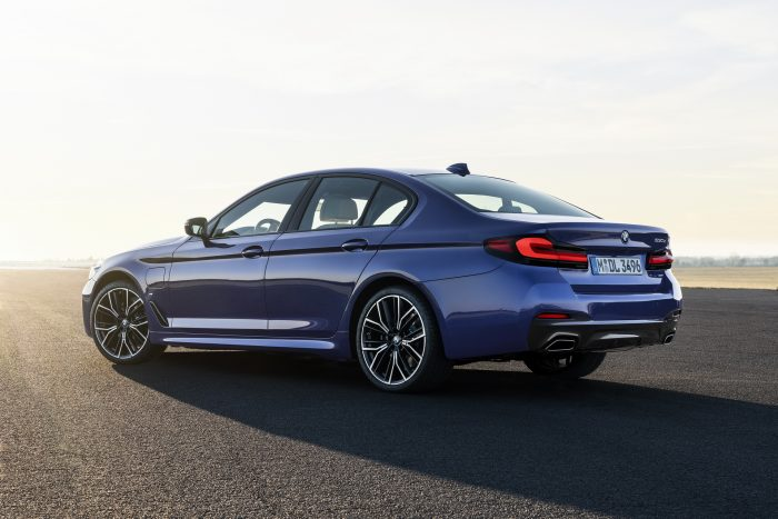 Auto-magazin-Srbija-2021-BMW-5-Series-Sedan-Touring