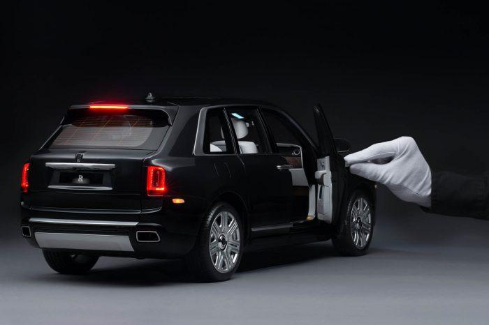 Auto magazin Srbija Rolls-Royce Cullinan 1:8 Scale replica