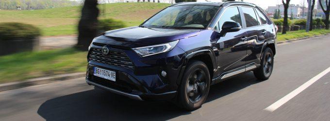 TEST: Toyota RAV4 Hybrid FWD Style