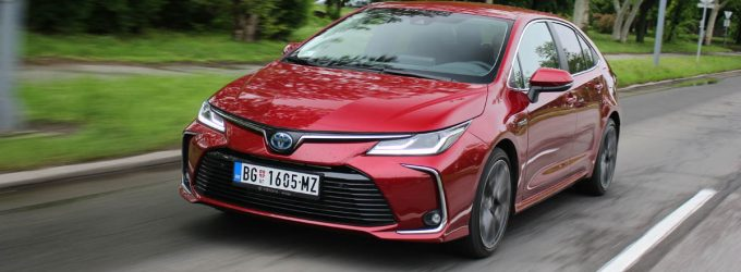 TEST: Toyota Corolla 1,8 Hybrid Executive