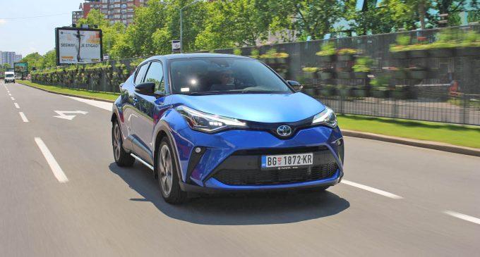 Toyota C-HR 2,0 Hybrid na testu Auto magazina