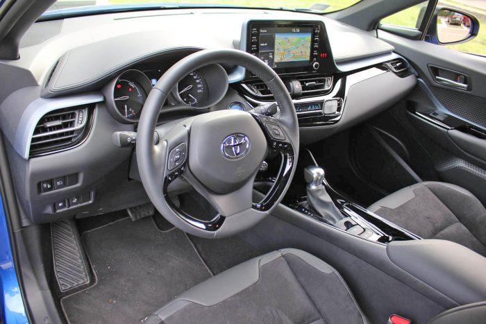 Auto magazin Srbija Toyota C-HR 2.0 Hybrid