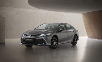Toyota Camry Hybrid dobija osvežen dizajn i novu multimediju