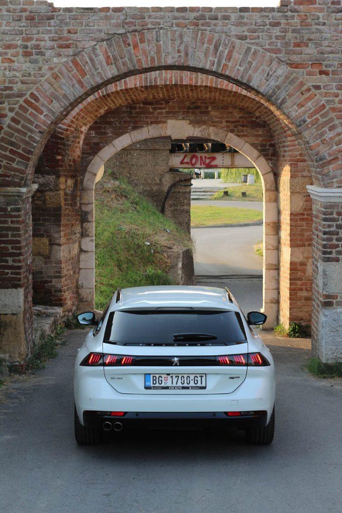 Auto magazin TEST Peugeot 508 SW GT BlueHDi 180