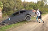 "Britanski ""influenser"" uhapšen zbog bacanja BMW-a E46 u reku"