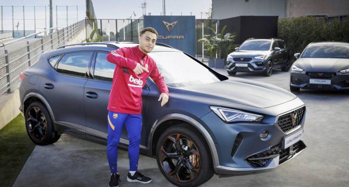 Igrači FK Barselona voziće Cupra modele