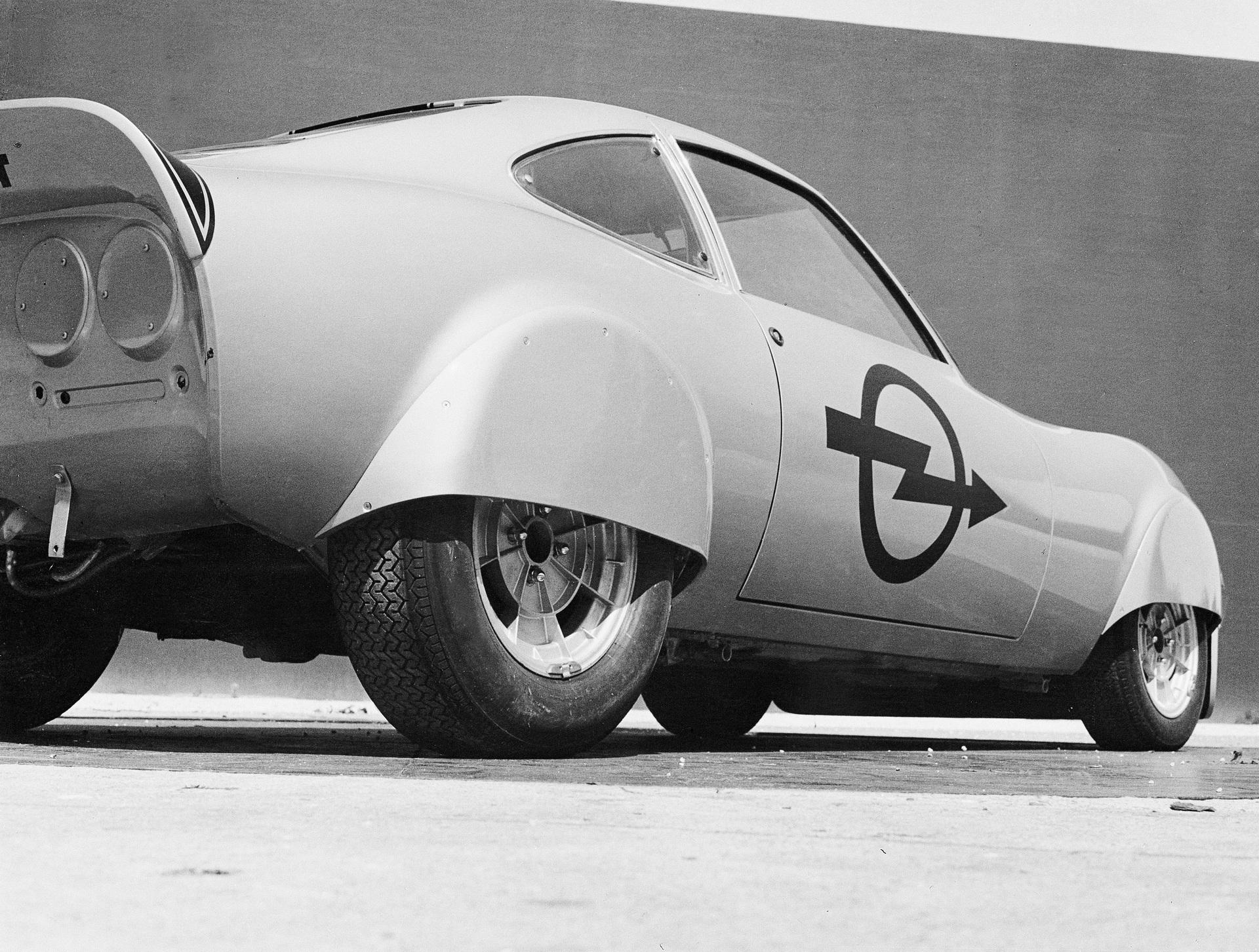 Opel slavi 50 godina od testiranja Elektro GT modela