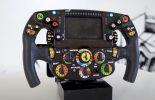 Carlos Sainz objašnjava čemu služe dugmići na F1 volanu