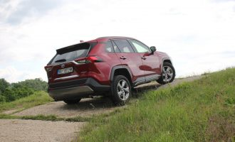 TEST: Toyota RAV4 Hybrid AWD-i Premium